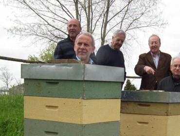 Aga presenta su programa 2017 de formación para apicultores