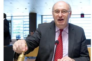 Advirten de que os 150 millóns da Comisión non deben servir para reducir a produción de leite en España