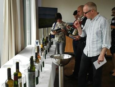 Consumo de viño: persoas adultas, homes e durante a semana
