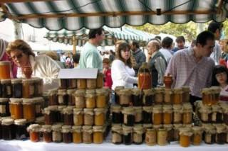 Este domingo se celebra en la Feria del Queso del Eume y de la Miel de Goente