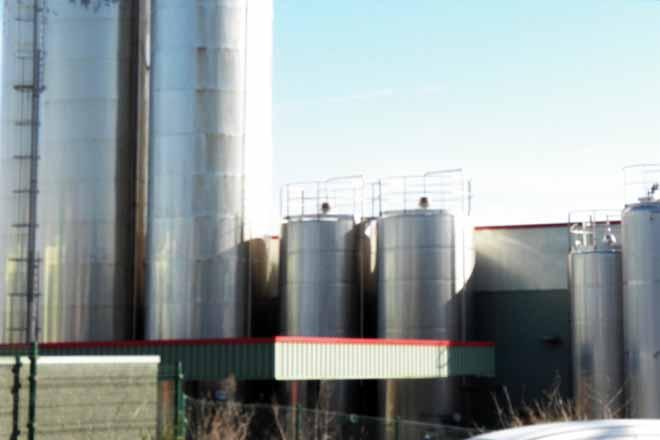 Demandan a suba dos prezos de intervención do leite para frear a crise