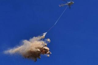 La distribución de paja puede hacerse por vía aérea.
