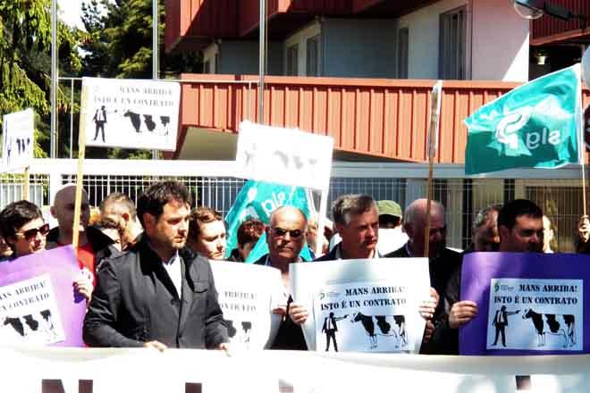 O sector gandeiro e a Xunta retoman contactos para abordar a crise do leite