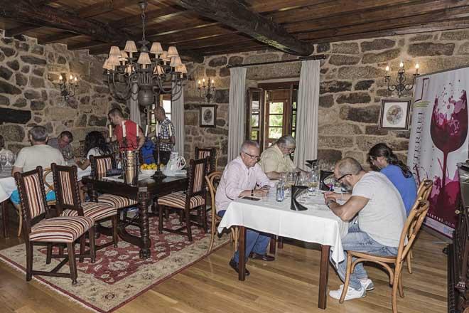 """A colleita 2014 da D.O Monterrei recibe a cualificación de """"moi boa"""""""