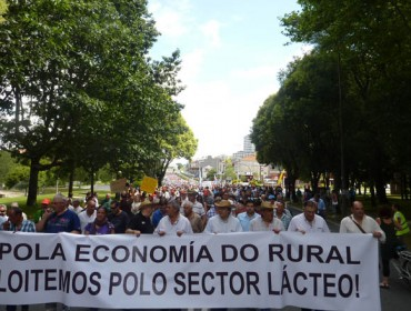 O Ministerio non plantea axudas directas ás explotacións lácteas en dificultades