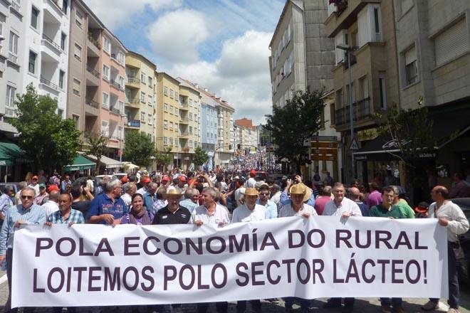 O sector lácteo galego maniféstase unido en demanda de prezos dignos