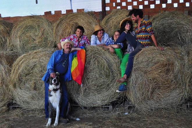 """""""Temos que volver a costumes do rural como a axuda mutua ou a autoxestión"""""""