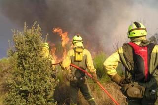 Un gran incendio forestal calcina máis de 2.000 hectáreas en Cualedro