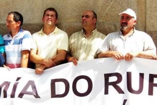 De dereita a esquerda, José Luis González, Carlos Valladares e Iván Pérez.