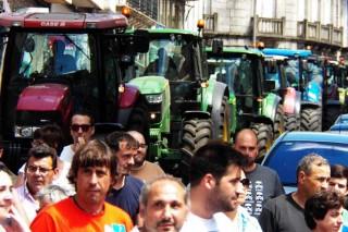 Tractores na manifestación.