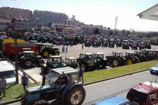 As vendas de tractores novos caen un 17% en Galicia no 2015