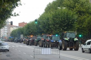 Os tractores saen de Santiago para bloquear as industrias lácteas