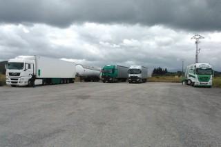 Os gandeiros bloquean 5 camións que supostamente tentaban introducir leite francés nunha industria de Monforte