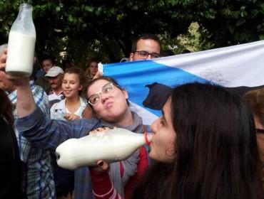 Fréase o descenso do consumo de leite en España e aumenta o de iogures