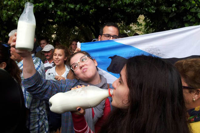 A OPL advirte dunha campaña de desprestixio do leite