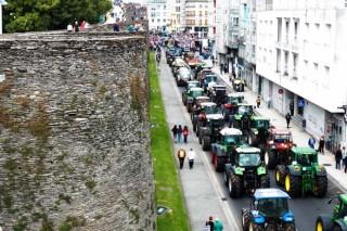 Los ganaderos de la tractorada de Lugo se reúnen con la conselleira do Medio Rural