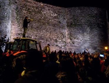 Os gandeiros continúan a tractorada e fan noite en Lugo