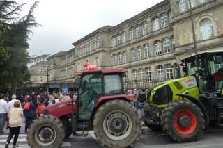 O sector lácteo retoma as protestas polas dificultades de prezos e recollida