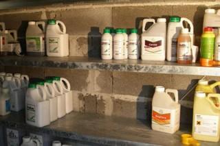 Como deben almacenarse e transportarse os produtos fitosanitarios?