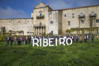 Arsenio Paz, de bodega Vilerma, o la sumiller Mónica Fernández, entre los premiados por la D.O. Ribeiro