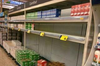 "Denuncian que Alcampo y Carrefour venden leche con ""ofertas imposibles a 0,55€"""