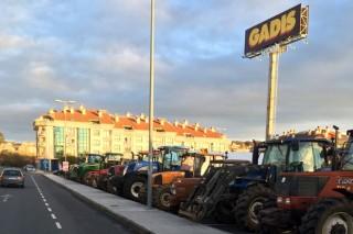 Os gandeiros manteñen esta mañá reunións con Gadis en Lalín e con Leclerc en Lugo
