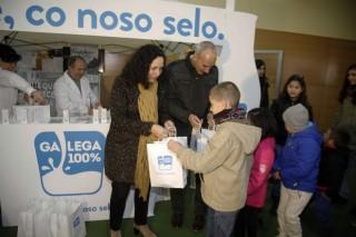 Promoción do selo de leite Galega 100% no mercado de Curtis