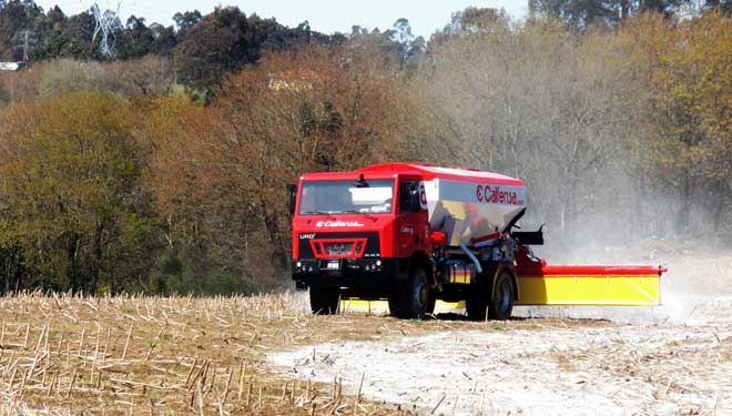 Calfensa presenta un nuevo sistema de aplicación de calizas agrícolas