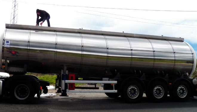 Unións advirte de importacións masivas de leite a baixos prezos