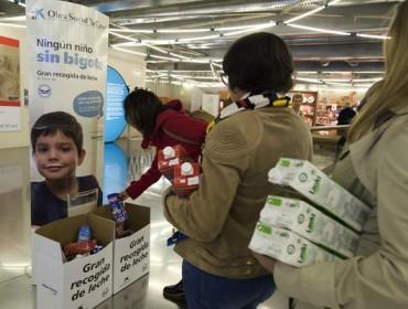"""A Obra social """"la Caixa"""" lanza unha gran recollida de leite en favor das familias desfavorecidas"""