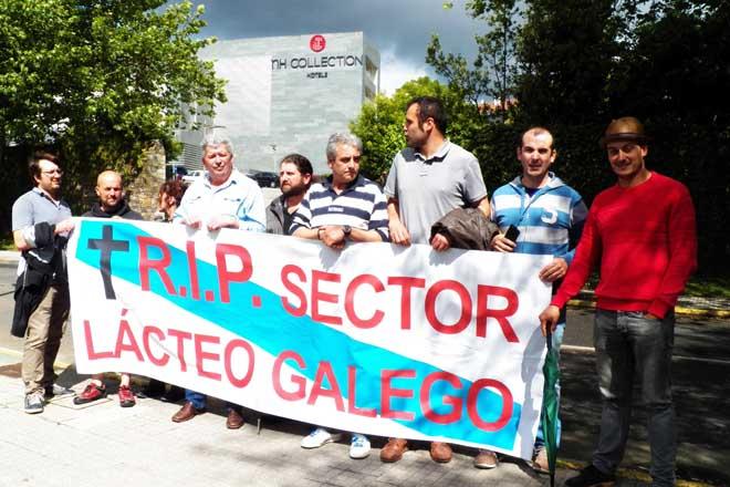 Protesta gandeira ante Rajoy en Santiago