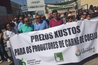 """Denuncian que o sector cunícola """"está secuestrado pola distribución e os matadoiros"""""""