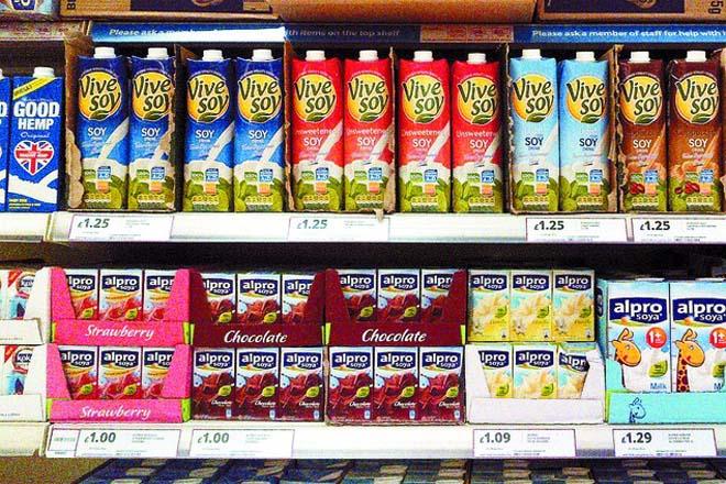 """Un estudo científico advirte dos riscos da alimentación con """"leites vexetais"""" na infancia"""