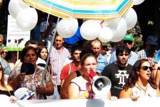 La cabecera de la protesta coreó diversas consignas sobre la crisis.