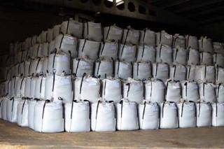 Big bags preparados para a súa distribución.