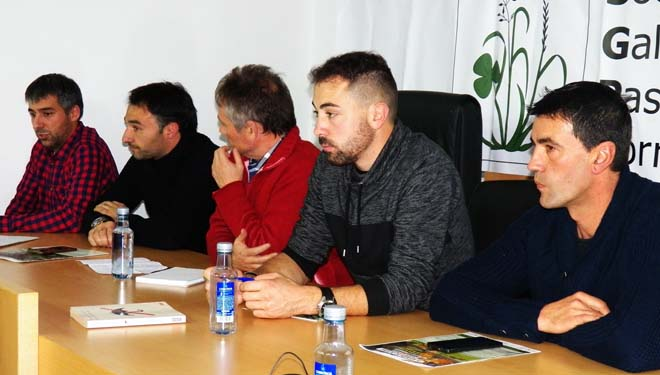De dereita á esquerda, Isaac González, Hugo Trabado, Víctor Álvarez (moderador), José Manuel Gómez e Joan Alibés.