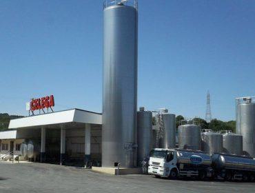 Dúas cooperativas galegas adquiren a industria láctea Celega