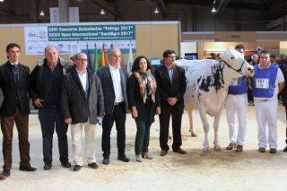 Casa Pozo, mellor criador, e Blanco Asia ET, de Gandería Blanco, vaca gran campioa de Abanca Cimag-GandAgro