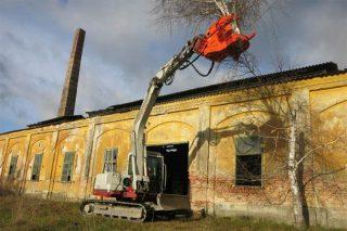A mecanización de poda en altura e desmontado de árbores