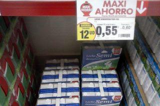 A distribución dispara as súas vendas de leite de marca branca a prezos cada vez menores