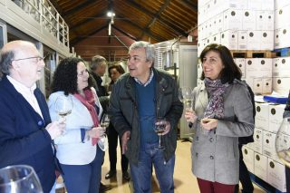 Os sectores produtivos do viño e da lousa de Valdeorras comprométense a colaborar
