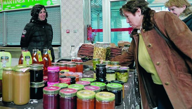 Dora Cabaleiro, no seu posto do Mercado da Terra.