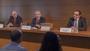 Javier Sanz, Carlos Montañés e Joan Tarradas, en rolda de prensa.