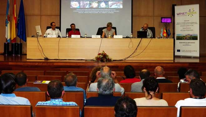 José Luis Bartolomé, Bernardo Estévez e Manuel Neira, na mesa redonda.