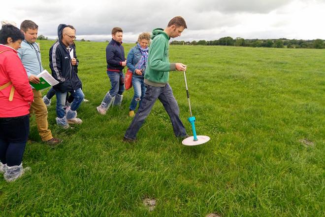 ¿Qué lecciones pueden quitar los ganaderos gallegos del pujante sector lácteo de Irlanda?