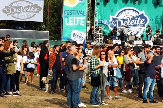Milleiros de persoas achéganse ao Festival do Leite
