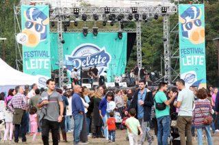 Millares de personas se acercan al Festival do Leite