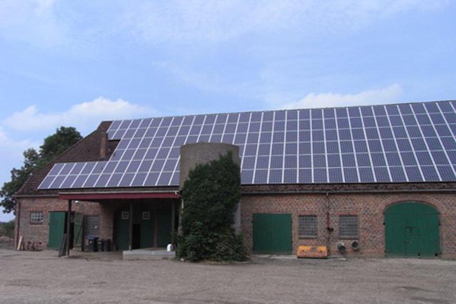 granxa alemá paneis solares