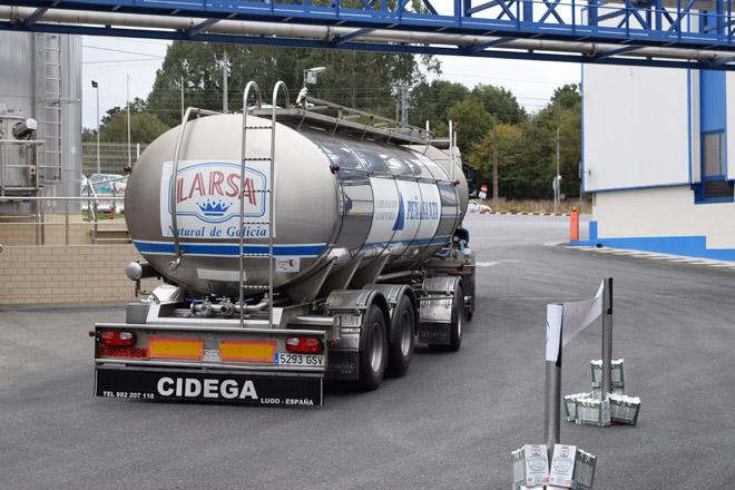 O prezo medio do leite en Europa tería deixado 113 millóns de euros máis en Galicia