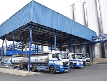 Las negociaciones de la leche entre granjas e industrias, pendientes de la distribución